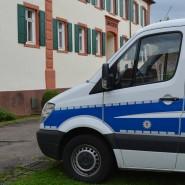 Zwei Polizisten sind vom Landgericht in Mosbach verurteilt worden, weil sie einen Mann nicht zur Toilette ließen.