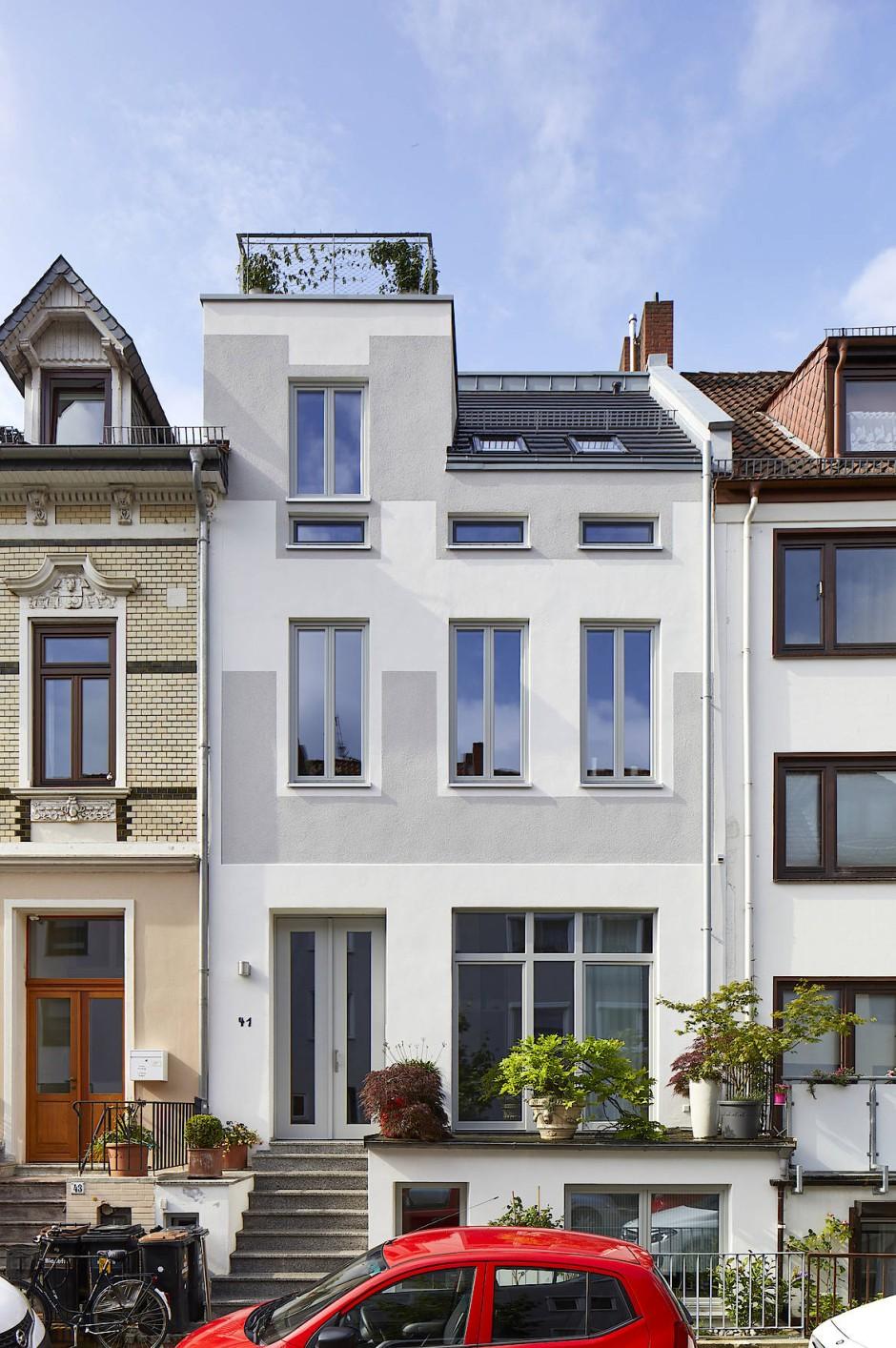 Geschlossene Lücke: Dieses Haus in Bremen hat nun wieder ein Ober- und Dachgeschoss.