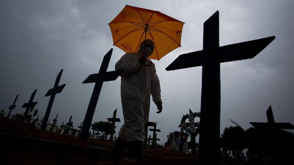 Ein Friedhof mit COVID-19-Toten im brasilianischen Manaus