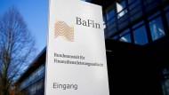 Die Finanzaufsicht Bafin steht durch ihre Fehler im Bilanzskandal von Wirecard unter Druck. Haben die Aufseher auch bei Cum-Ex-Geschäften zu lange nur zugeschaut?