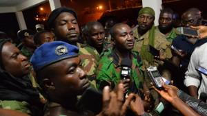 Meuternde Soldaten lassen Verteidigungsminister frei