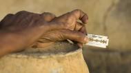 Unsägliches Leid für die jungen Opfer: Die weibliche Genitalverstümmelung ist besonders in Afrika weit verbreitet.