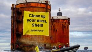 Greenpeace protestiert in der Nordsee gegen Shell