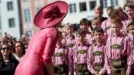 Am Mittwoch vor der Residenz: Königin Máxima wird vom Bad Tölzer Knabenchor begrüßt.