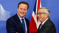Viel Kritik – auch aus den eigenen Reihen – erntet David Cameron (hier zusammen mit EU-Komissionspräsident Jean-Claude Juncker) derzeit in London für seine Europapolitik.