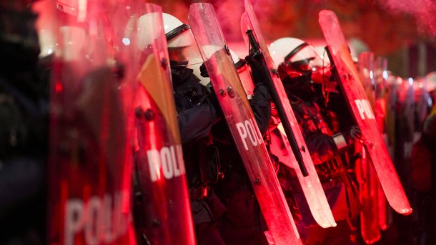 Heftige Proteste in polnischen Städten dauern an