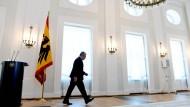 Bundespräsident Joachim Gauck nach seiner Presseerklärung am Montag