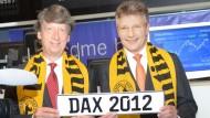 Wolfgang Schäfer (links) und Dr. Elmar Degenhart, CFO und CEO von Continental, feiern am 6. September 2012 den Wiederaufstieg der Conti-Aktie in den Bluechipindex DAX.