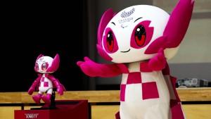 Olympia-Maskottchen begeistern Kinder in Japan