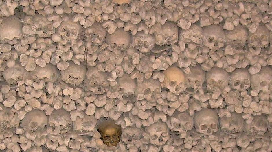 Größtes Totenhaus nördlich der Alpen: Rund 20.000 Gebeine werden in der Michaelskapelle zu Oppenheim, offen einsehbar verwahrt.