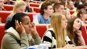 Was die Deutschen übers Studium wissen wollen
