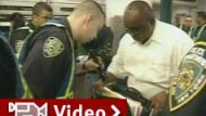 Bürgerklage gegen Terror-Gepäckkontrollen