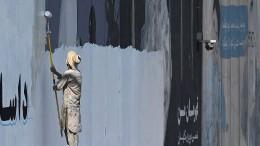 Taliban ersetzen Wandbilder durch islamistische Parolen