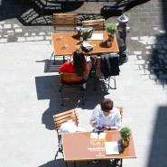 Plätze an der Sonne: in der neuen Altstadt in Frankfurt