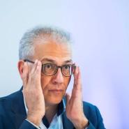 Hessens Wirtschaftsminister Tarek Al-Wazir macht sich in der Corona-Krise auch Sorgen um die großen Arbeitgeber (Archivbild).