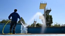 Abgezählt ins chlorhaltige Wasser