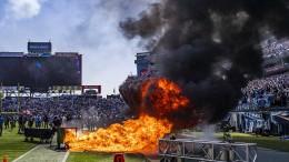 Feuer bei Footballspiel