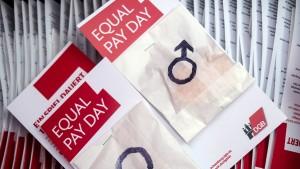 Nur sieben Prozent haben bisher Gehaltsvergleich angefordert
