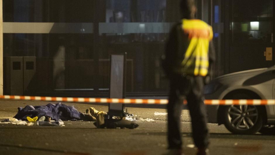Durch die Schüsse vor dem Veranstaltungsort Tempodrom in Berlin wurde ein Mensch getötet, vier weitere Personen wurden verletzt.