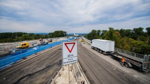 Problemteil der Schiersteiner Brücke wird abgerissen