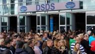 Auf dem Weg zur Fernsehübertragung ihrer öffentlichen Hinrichtung: Ambitionierte Kandidaten bei Deutschland sucht den Superstar