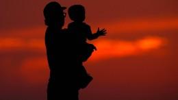 Väter sind zum Umgang mit ihren Kindern verpflichtet