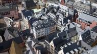 Ein Meer aus Schieferdächern:  Blick vom Domturm auf die neue Altstadt