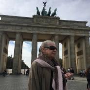 Bärbel Reinke am Brandenburger Tor (Oktober 2019)