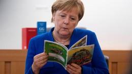 Merkel zu Besuch in der Rechtsstaatsklasse