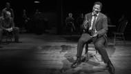 """Du solltest doch nicht töten: Denzel Washington spricht den Geständnismonolog des Lebensreformers Hickey im Vierten Akt von """"The Iceman Cometh"""""""
