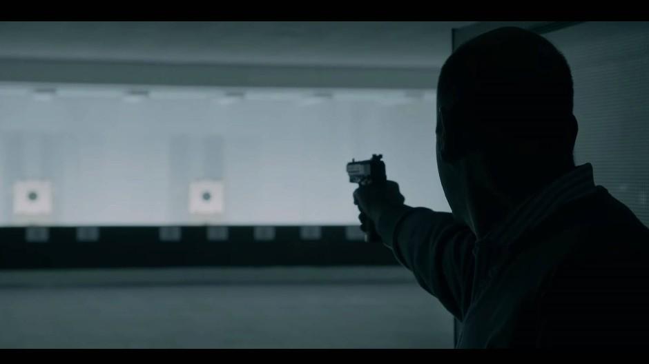 Szenenbild aus dem Teaser: Steffen Menneke spielt den Attentäter.
