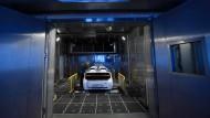 Die Zukunft fährt elektrisch: Autozulieferer, die wie Schaeffler von der Mechanik leben, müssen ihr Geschäftsmodell transformieren.