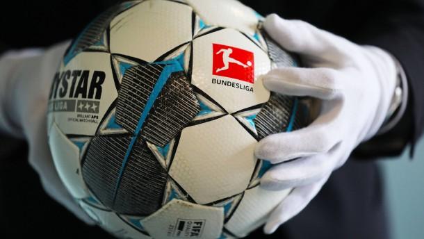 Spahn hält Profifußball für vertretbar