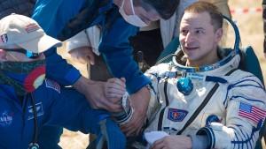 Astronauten landen auf der Corona-Erde