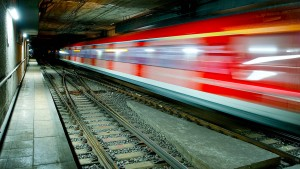 Obdachlose im Tunnel legen S-Bahn-Verkehr lahm