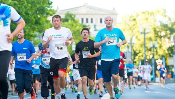 Startschuss für 63.000 Läufer – Stadt teils gesperrt