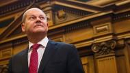Von Hamburg nach Berlin: Ist Olaf Scholz kompetent genug für den Posten des Finanzministers?