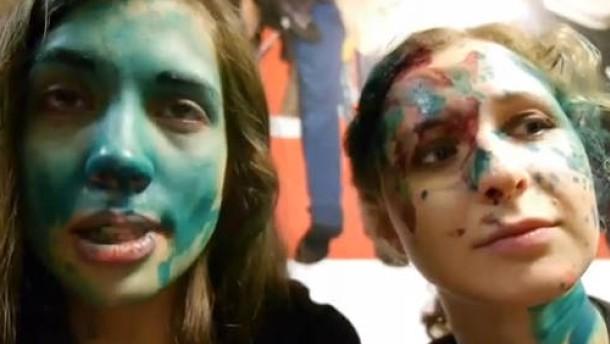 Pussy-Riot-Aktivistin bei Angriff verletzt