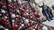 Österreicher baut drei Meter hohes Salzkristall-Modell