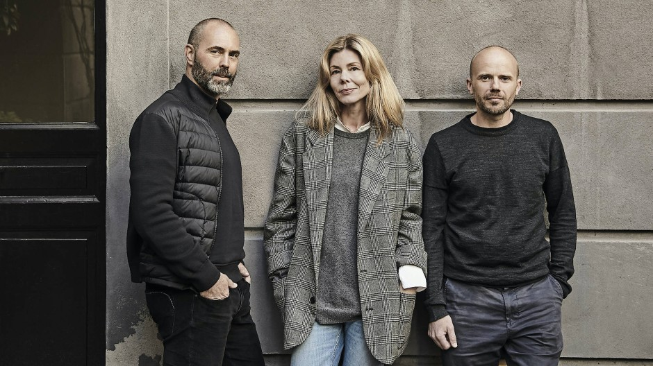 Die Architekten Signe Bindslev Henriksen und Peter Bundgaard Rützou (links) arbeiten seit Jahren mit dem Möbelschreiner Malte Gormsen (rechts) zusammen.