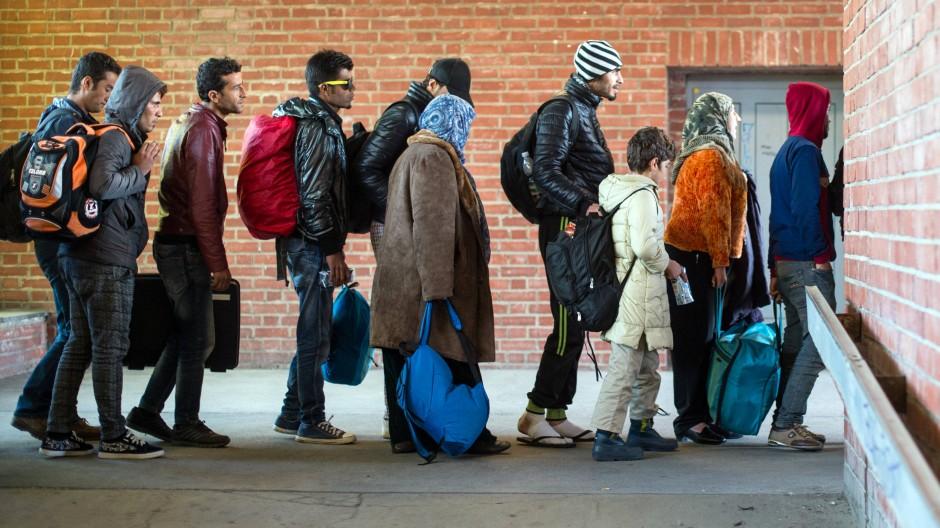Flüchtlinge am Bahnhof in Schönefeld