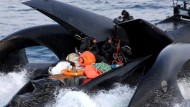 Walfang-Gegner und Walfänger kollidieren