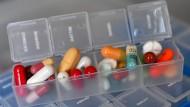 Sollten Krankenkassen Medikamente abseits der Zulassung bezahlen?