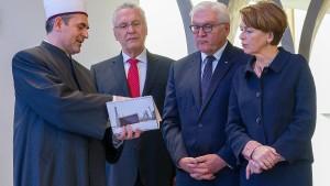 Steinmeier besucht Moschee im bayerischen Penzberg