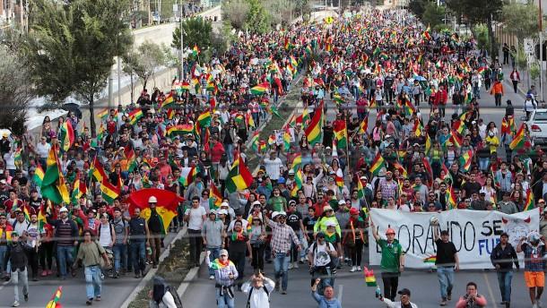 Menschen protestieren weiter gegen Morales