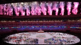 Feuerwerk bei Eröffnungszeremonie in Tokio