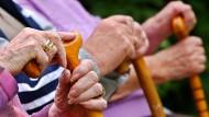 Die Altersstruktur der Bevölkerung hat starke Auswirkungen auf das Rentensystem.