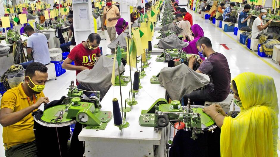 Für welche Marke wird hier produziert? Textilfabrik in Bangladesch.
