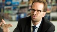 An vielen Fronten unterwegs: Verbraucherschützer Klaus Müller