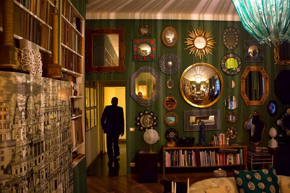 Das grüne Wohnzimmer mit flämischen Spiegeln.